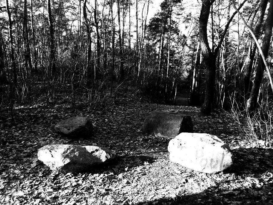 Steinkreis mit Vandalismus