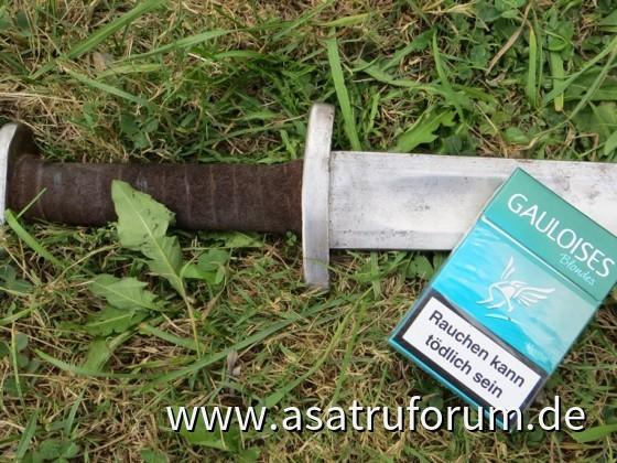 Stilleben mit Schwert